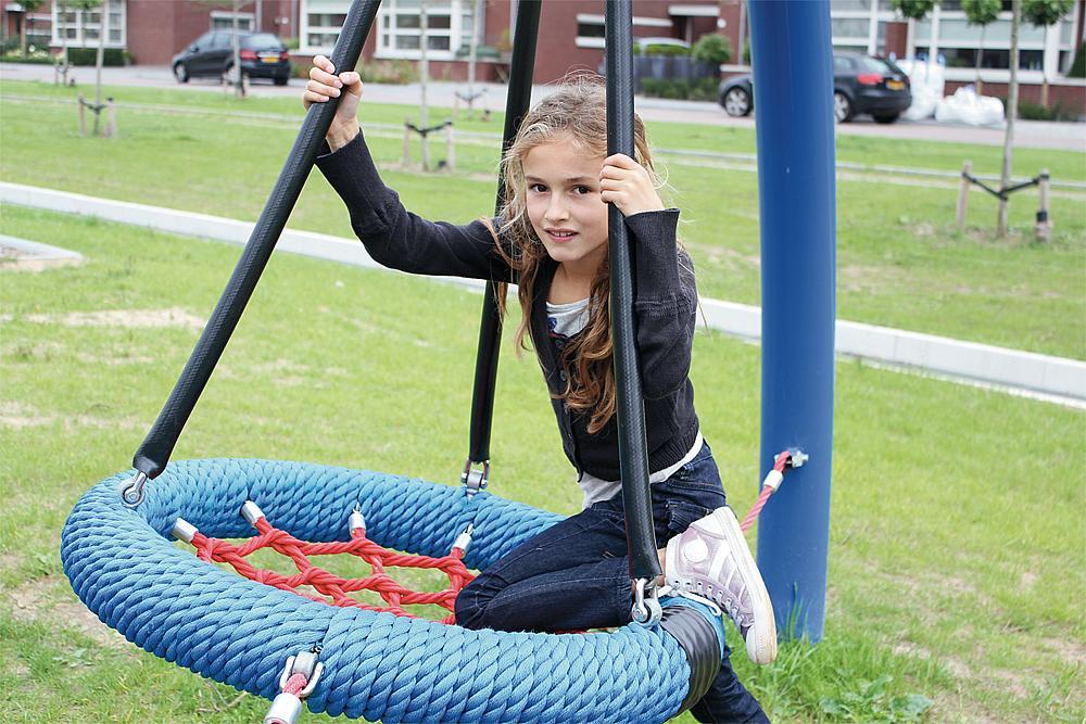 youth circular swing Vogelburg