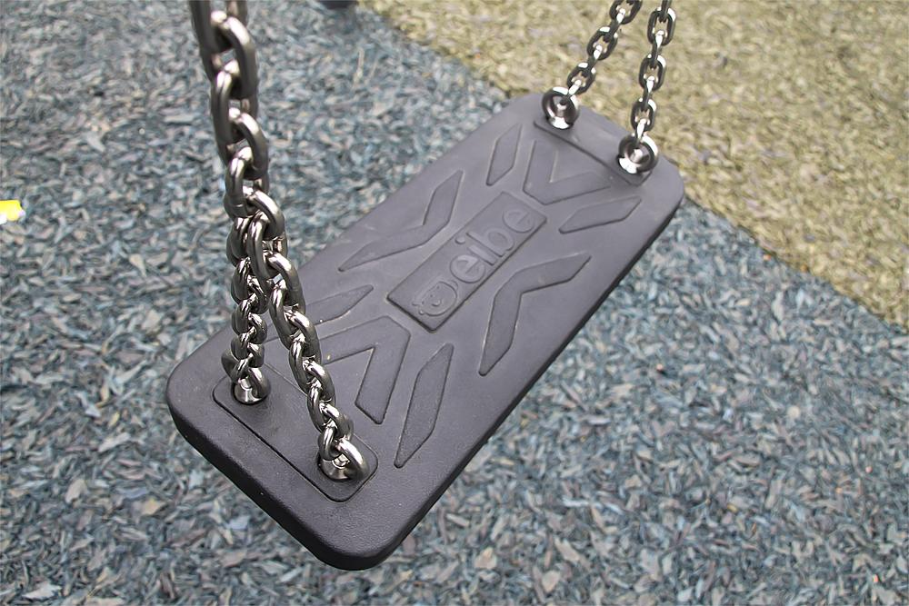 Safety swing seat incl. chain